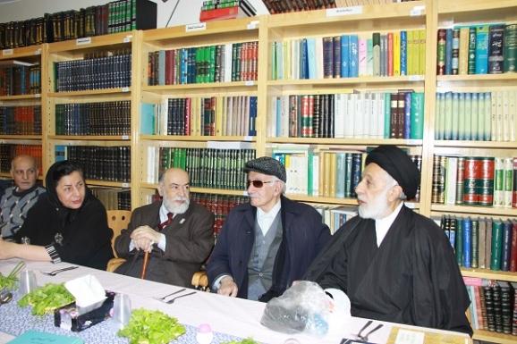 از راست به چپ: حجت الاسلام سید هادی خامنه ای در کنار استاد اذکائی و مهندس محمدرضا سحاب