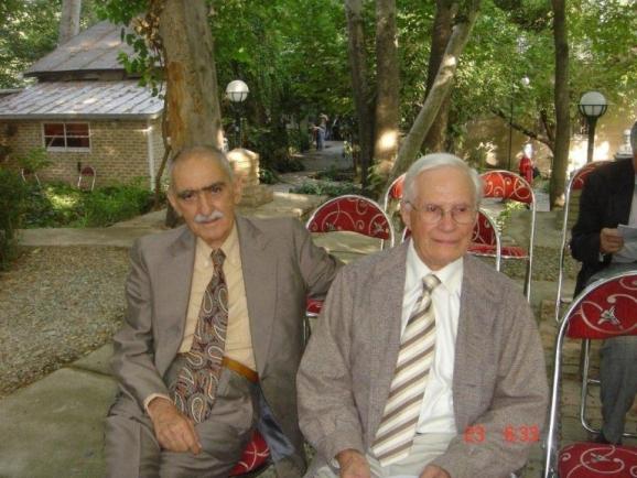 از سمت راست هانس دوبرین و استاد ایرج افشار