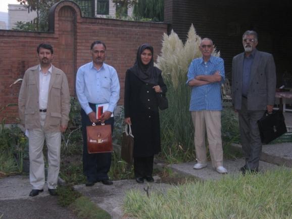از سمت راست جمشید کیانفر، استاد ایرج افشار، فریبا افکاری، ناصر گلباز و اکبر ایرانی