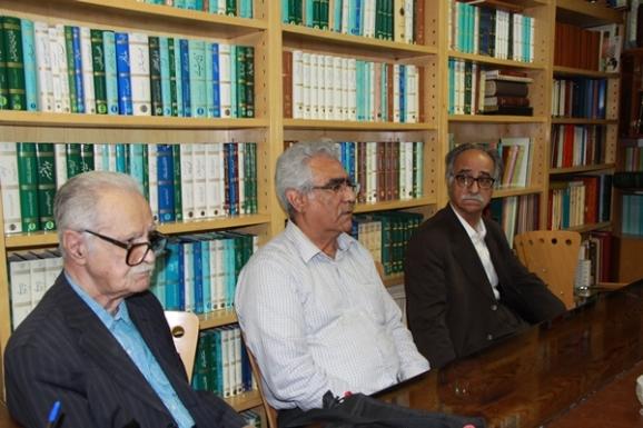 از راست: محمود عابدی، جواد محمدی خمک، محمد روشن