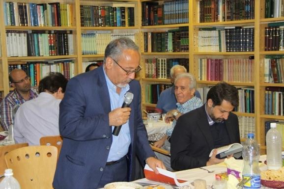 محمود جعفری دهقی - دیر گروه فرهنگ و زبانهای باستانی و ایرانشناسی دانشکده ادبیات دانشگاه تهران
