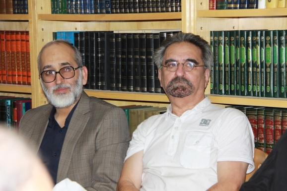 از راست: منوچهر صدوقی سها، پژوهشگر و عرفان پژوه - حمید یزدان پرست، عضو هیئت تحریریه روزنامه اطلاعات