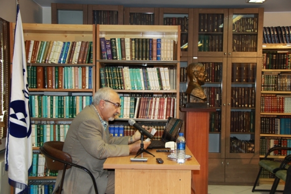 دکتر محمود امیدسالار - (شاهنامه پژوه و کتابدار دانشگاه کالیفرنیا)