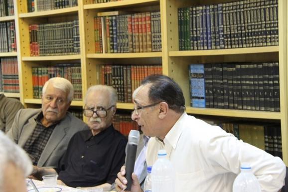 از راست: دکتر امیراسماعیل آذر، استاد محمد روشن و دکتر توفیق سبحانی