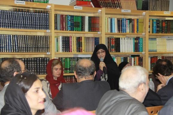 سرکار خانم دکتر اشرف بروجردی، رئیس  سازمان اسناد و کتابخانه ملی در نشست دوستانه میراث مکتوب