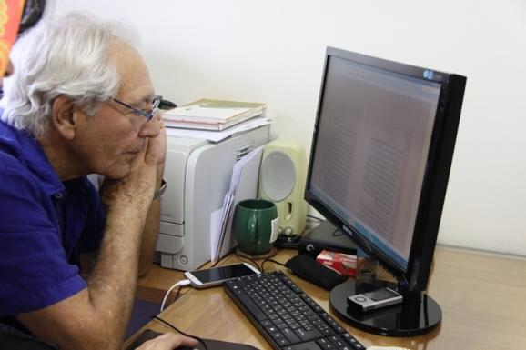 دکتر آذرتاش آذرنوش - مدیر بخش ادبیات عرب مرکز دائرةالمعارف بزرگ اسلامی