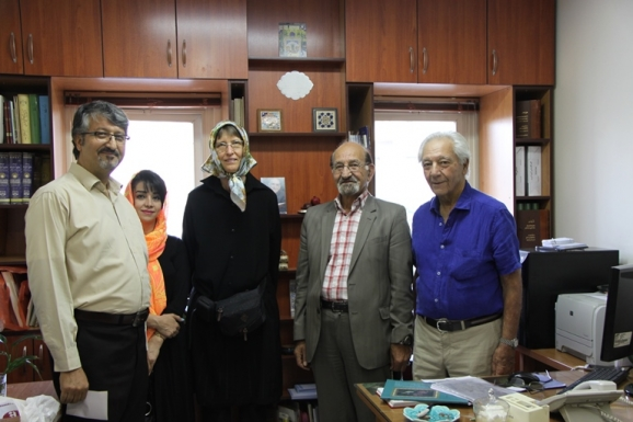 از راست: دکتر آذرتاش آذرنوش، دکتر غلامرضا جمشیدنژاد اول، دکتر کریستین نوئل کریمی، خانم رضوان مساح و اکبر ایرانی