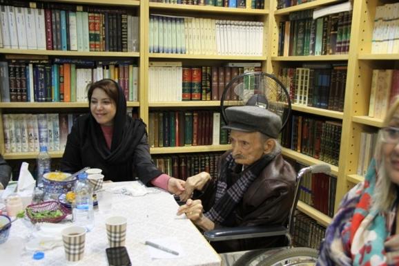 استاد احمد منزوی در سی و چهارمین دیدار دوستانۀ مرکز پزوهشی میراث مکتوب