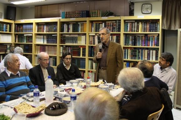 ایستاده : دکتر سید علی موسوی گرمارودی