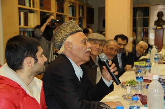 غلامرضا ارژنگ، نویسندۀ کتاب دستور زبان فارسی