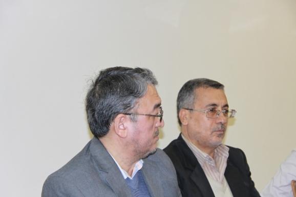 از راست: محمدباقر نجفی، مدیر آماده سازی کتاب پژوهشگاه و هادی ربانی، رئیس مرکز ملی مخطوطات و کتابخانۀ مؤسسۀ دارالحدیث