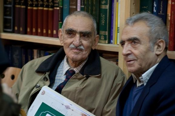 از سمت راست عبدالکریم تمنا شاعر افغان و استاد ایرج افشار