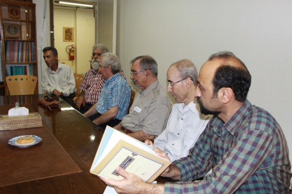 از راست: فرهاد طاهری، علی اشرف صادقی، علی موسوی گرمارودی، علی بلوکباشی، جمشید کیانفر و محمد شکری فومشی