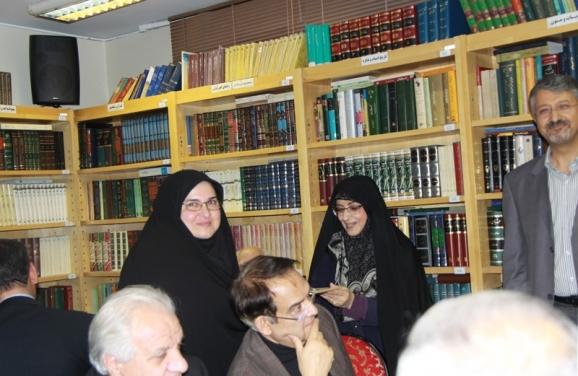 اهدای لوح تقدیر به خانم دکتر فاطمه سماواتی