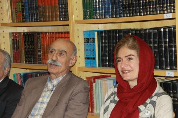 خانم «نگار کواچ» همسر «یانواش کواچ» سفیر مجارستان در ایران در کنار دکتر حسن ادیب زاده