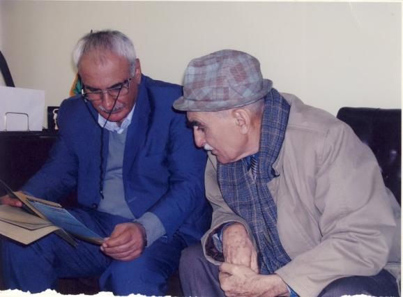 از سمت راست استاد ایرج افشار و استاد حسن انوشه